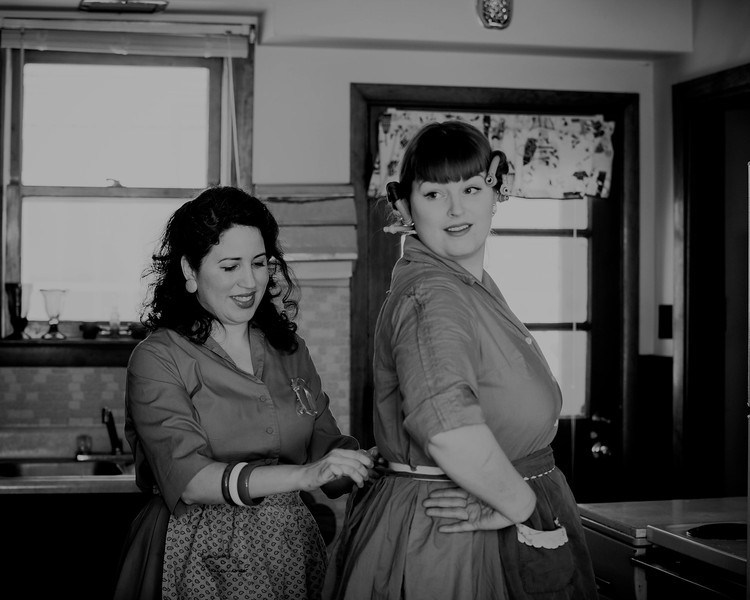 1950s housewife best friends
