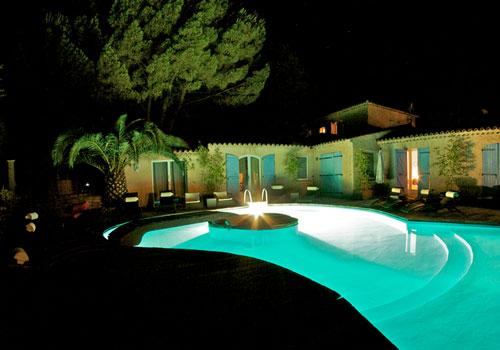 gambar kolam renang mewah dalam rumah model terbaru