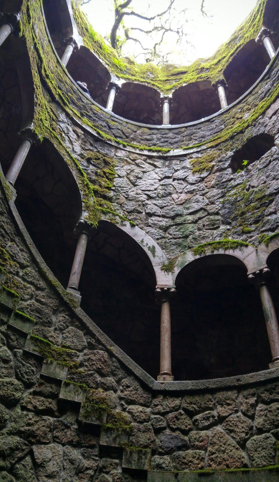 El pozo (torre invertida)