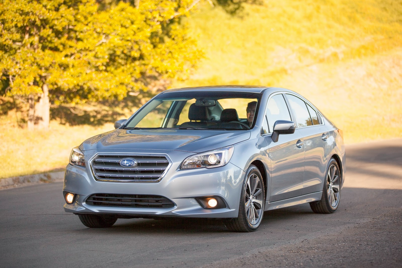 Front 3/4 view of 2015 Subaru Legacy
