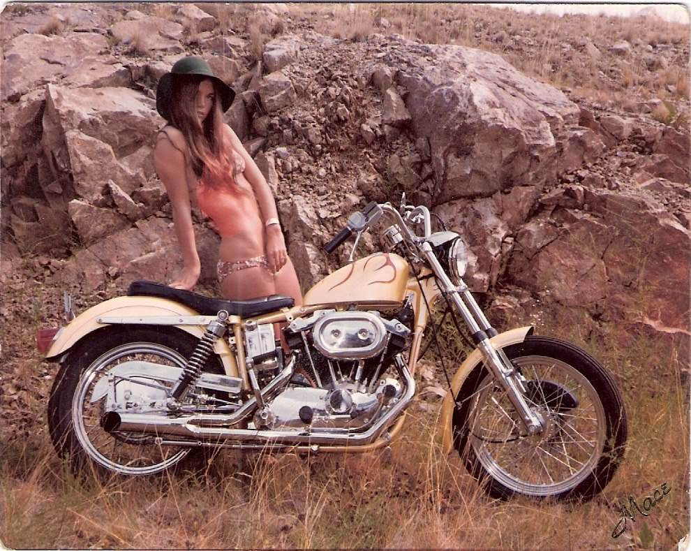 70s Vintage Girls On Motorcycles 990 x 789 · 150 kB · jpeg