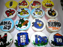 Cupcake with angry bird