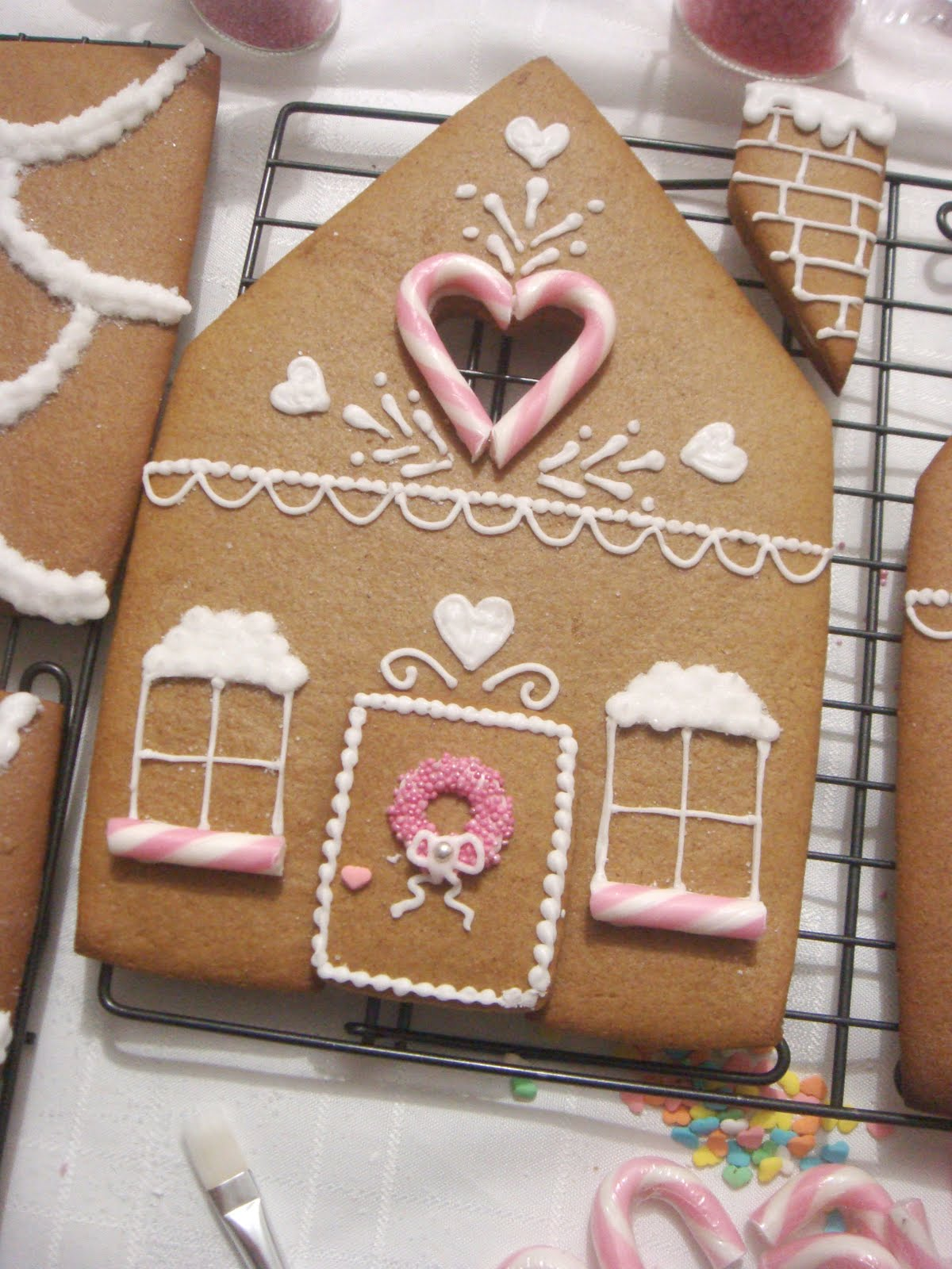 butter hearts sugar gingerbread house part 2 decorating and building. Black Bedroom Furniture Sets. Home Design Ideas