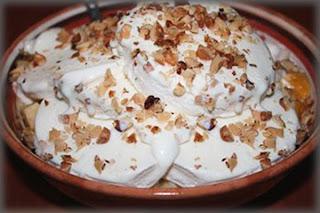 Домашнее мороженое с фруктами и орехами