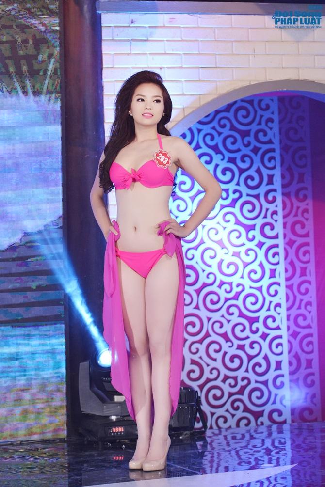 Ảnh gái xinh Hoa hậu miền bắc 2014 với bikini 11