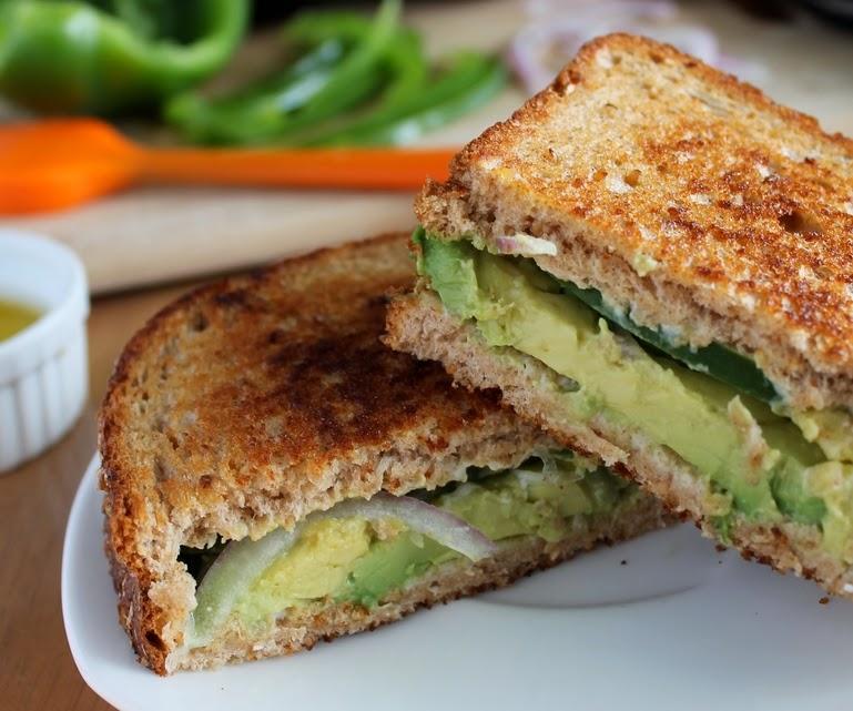 Sanduíche de Abacate (vegana)
