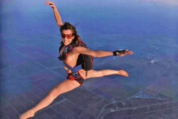 Roberta Mancino's naked skydiving