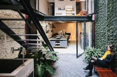 Vertical Garden Di Tengah Ruangan Kantor 10