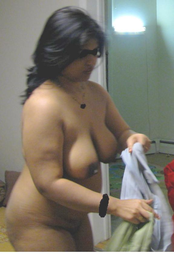 Indian Aunty From Kolkata Removing Bra N Panty Showing Big Boobs