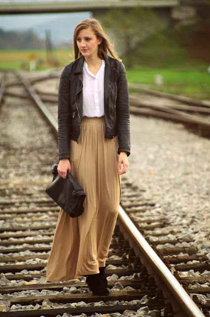 fashion blogger, fashion blog, maxi skirt, nude skirt, leather jacket zara, leather lunchbag, simple outfit, ootd, fall outfit