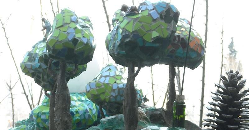 Joan seriny como decorar un estanque en trencad s mosaicos los rboles - Como decorar un estanque ...