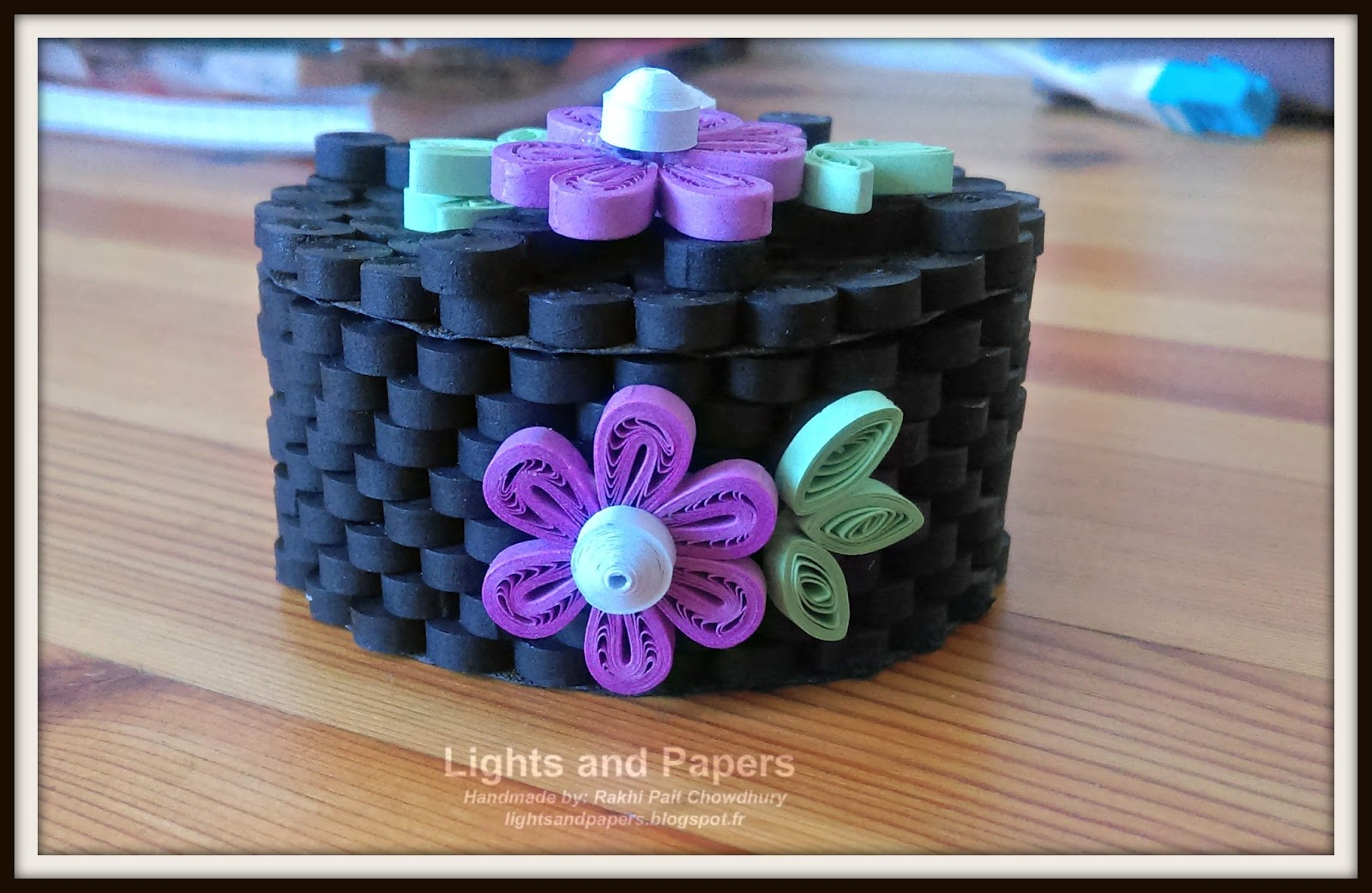 How To Make Paper Quilling Gift Box: Lights and Papers: A set of round gift boxesrh:lightsandpapers.blogspot.com,Design