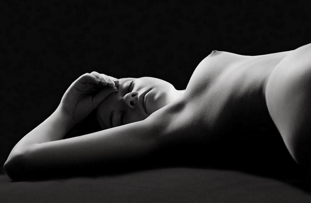 desnudo-femenino-fotografia-artistica-en-blanco-y-negro