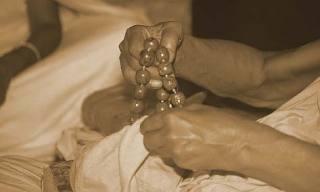 Hands holding a japa mala