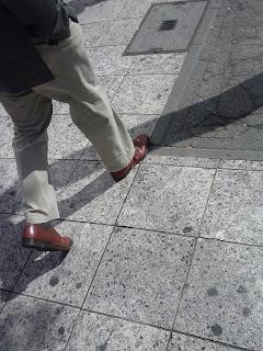 brązowe buty są trendy