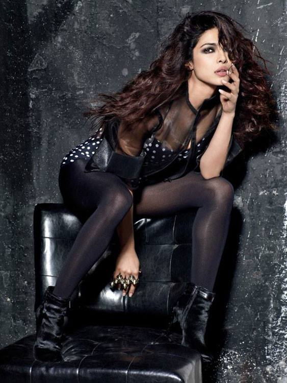 priyanka chopra stunning wallpaper