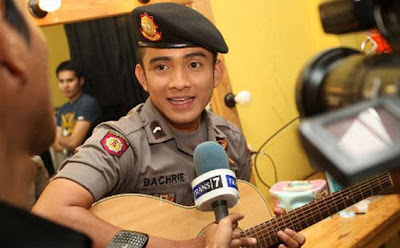 Profile Polisi Ganteng Vs Norman Kamaru, Artis Youtube Indonesia