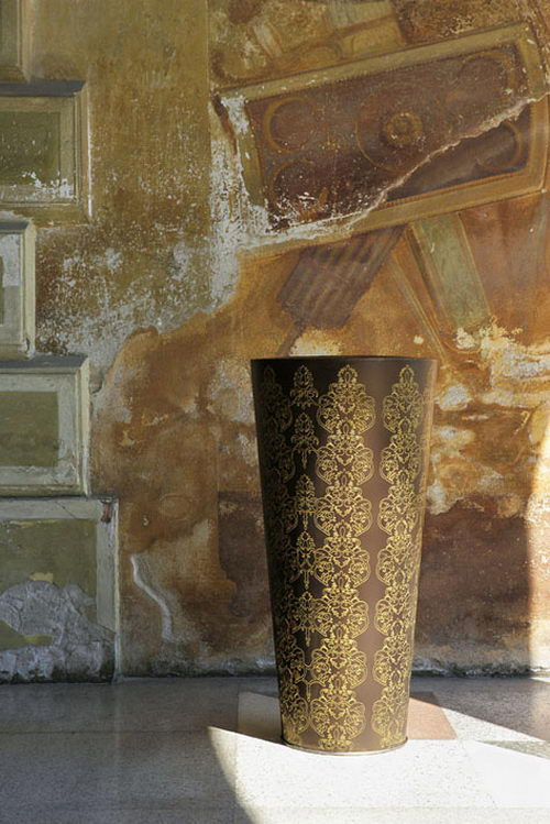Damasco the Vase by De Castelli
