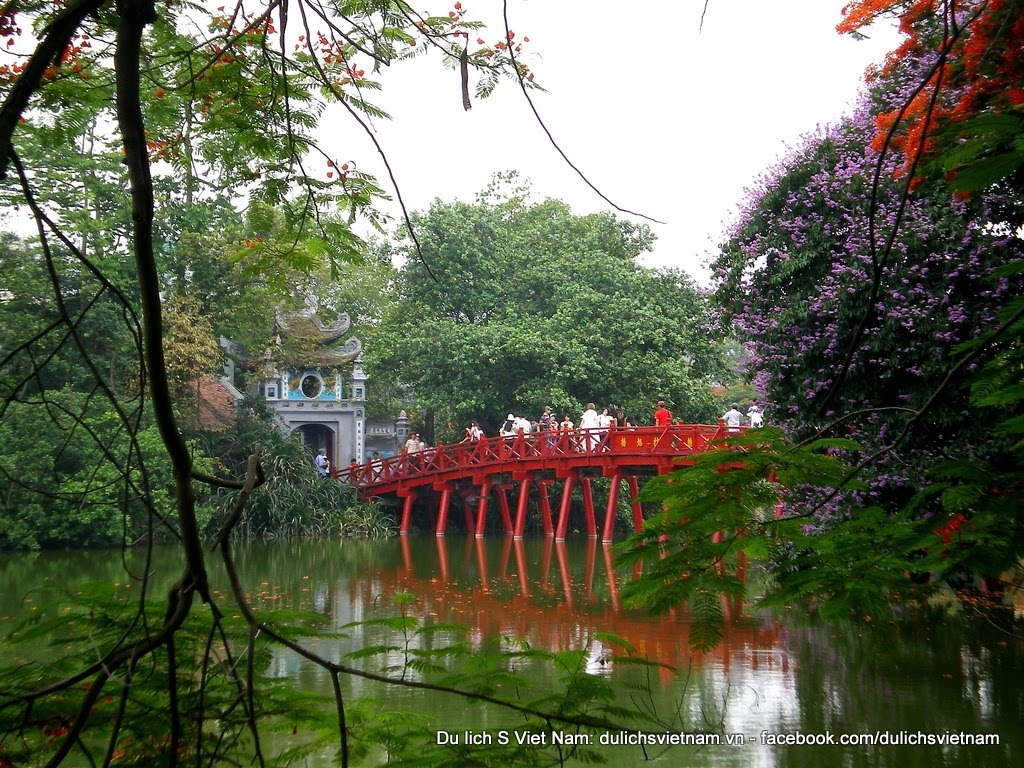 UNESCO recognized five world cultural heritage sites: Central Sector of the Imperial Citadel of Thang Long - Ha Noi, Citadel of the Ho Dynasty, Complex of Hue Monuments, Hoi An Ancient Town and My Son Sanctuary; six in the world intangible heritage lists: Nha Nhac - Vietnamese Court Music, the Space of Gong Culture in Central Highland, Quan Ho Bac Ninh folk songs, Ca Tru singing, Xoan singing of Phu Tho Province and Giong Festival of Phu Dong and Soc Temples (Hanoi); two in the World Documentary Heritage list: Woodblocks of Nguyen Dynasty, Stone steles in Van Mieu - Quoc Tu Giam (Hanoi). Besides, Dong Van Karst Plateau is member of Global Geopark Network. In the future, a number of cultural and natural heritage sites will continue to be proposed for the UNESCO's recognition.