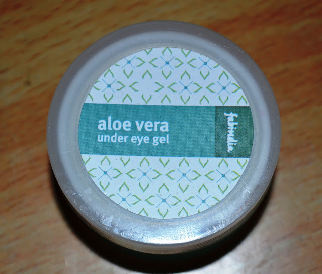 FabIndia Aloe Vera Under Eye Gel Review, Pictures and Swatches