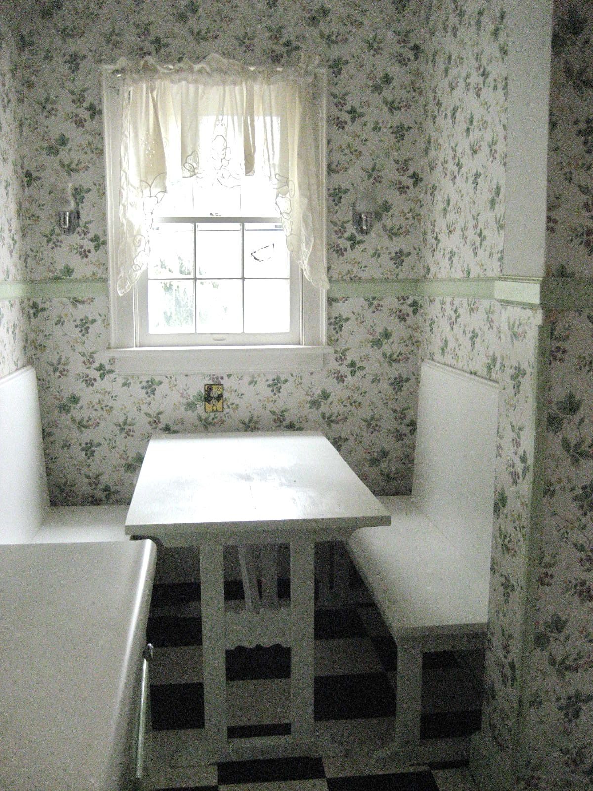 Jeni Sandberg - Barking Sands Vintage: The Breakfast Nook