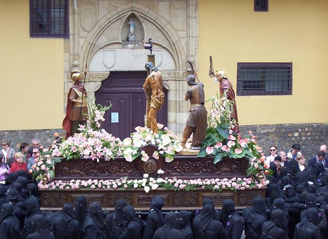 La Flagelación. Parada para el descanso de los braceros. Cofradía del Dulce Nombre de Jesús Nazareno. Foto G. Márquez