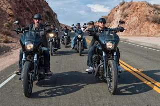 SONS OF ANARCHY Salvage review -- Episode 606 -- Airs Tuesday, October 15, 10:00 pm e/p) -- Pictured: (L-R) Tommy Flanagan, Kim Coates, Theo Rossi, David Labrava, Charlie Hunnam