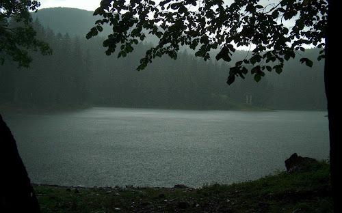Gambar Suasana Hujan Ukuran Besar