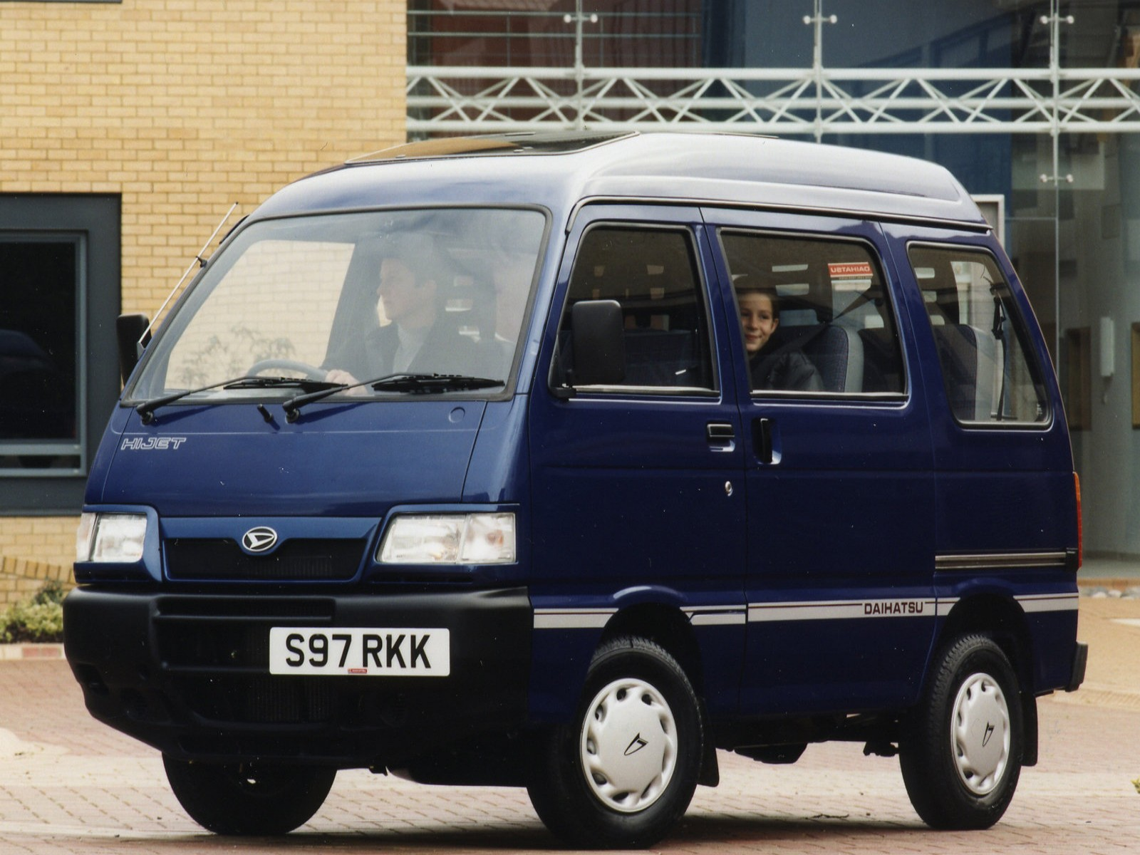 http://2.bp.blogspot.com/-nZW4_ne9KGc/TkAJAlt_oKI/AAAAAAAADo0/ddXJeQf_e5Q/s1600/Daihatsu+Hijet+1997+01.jpg