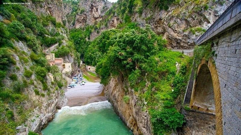 فورور: قرية إيطالية مخبأة في المضيق