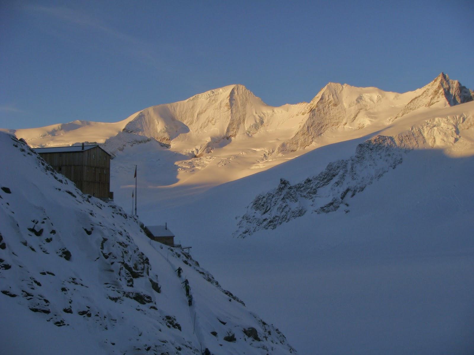 Finsteraarhornhütte y Gross Wanenhorn. Oberland.