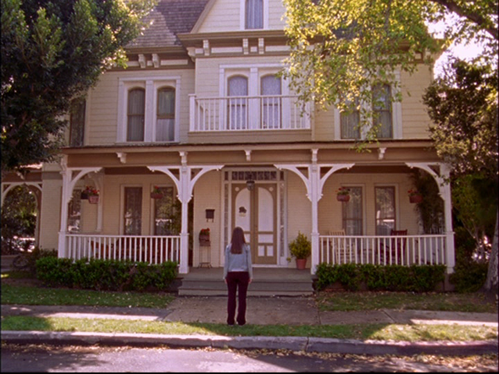Gilmore Girls House filming locations of chicago and los angeles: gilmore girls