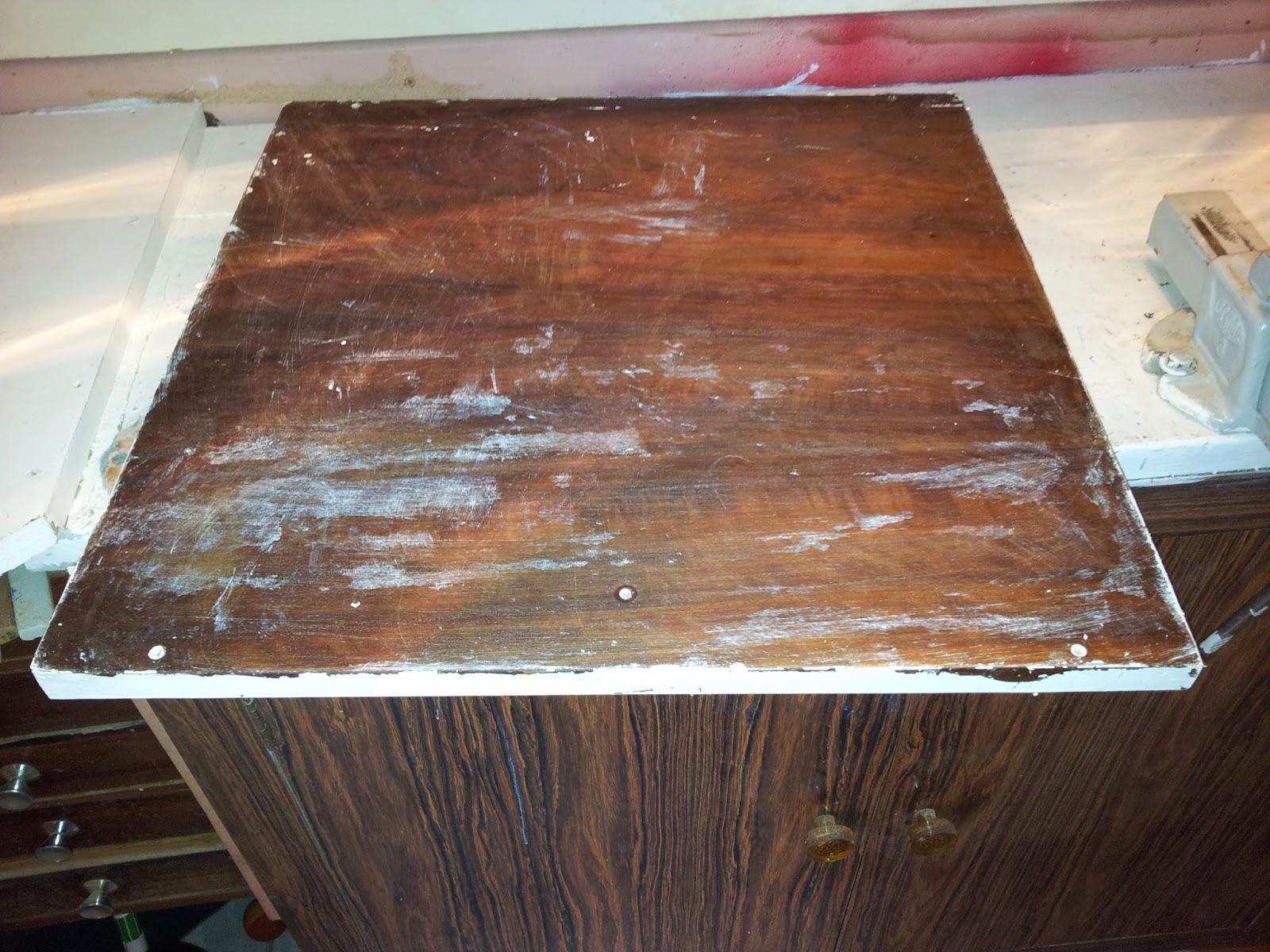 um pedaço de viga de peroba algumas ripas e um pedaço de madeira de  #704738 1600x1200
