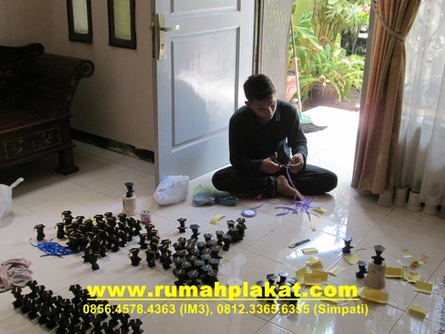 buat plakat, bikin plakat, pesan plakat surabaya, www.rumahplakat.com, 0856.4578.4363