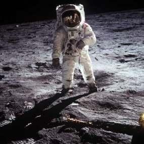 http://2.bp.blogspot.com/-n_UKTtTQfX0/UDoaz2eNsDI/AAAAAAAAHIw/xFzjfrfvgEI/s1600/astronotdlm.jpeg