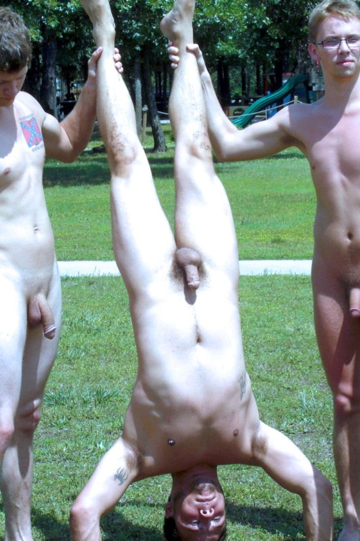 gumnast male nudist