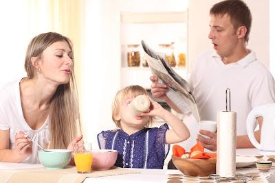 Comer de todo, niño comiendo, niño desayunando