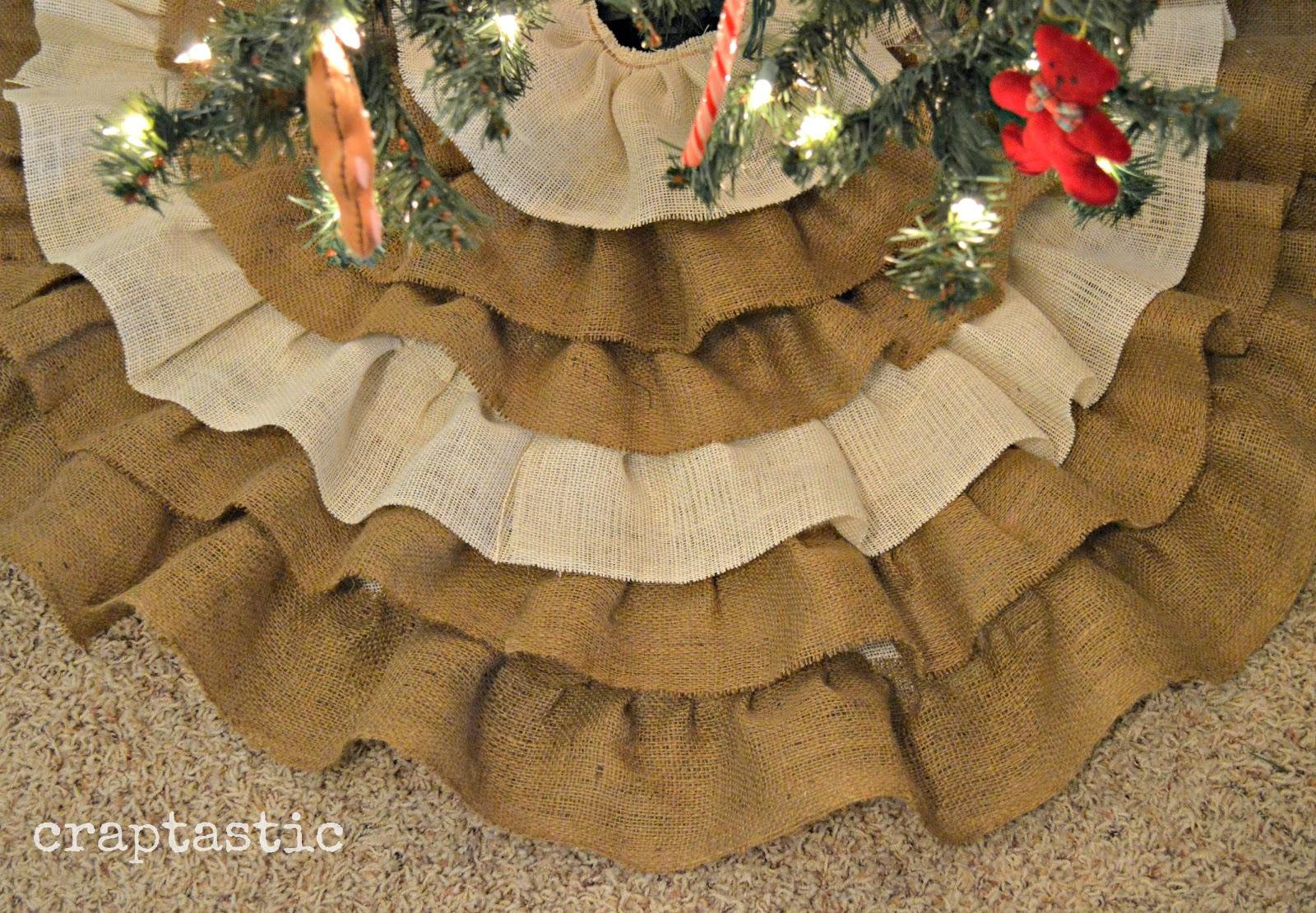 http://2.bp.blogspot.com/-n_d2K89YNXs/UM4cwu2DfaI/AAAAAAAACcw/K-K7zyfqkZQ/s1600/Burlap+Tree+Skirt+%25282%2529.JPG