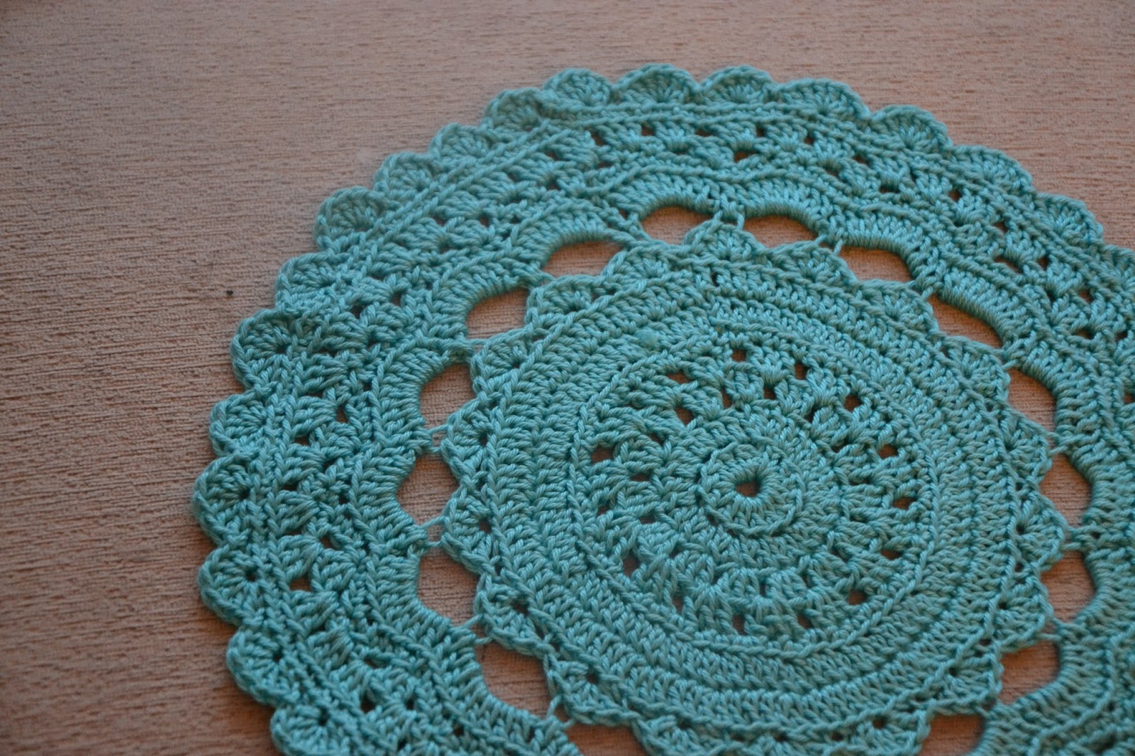 Crocheting A Circle : Tadpegs: Crochet A Circle Cushion With Free Pattern