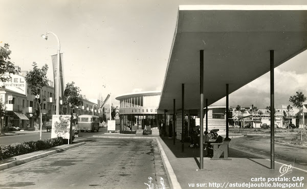 Royan - La gare routière, cours de l'Europe.  Architectes: Louis Simon, Pierre-Gabriel Grizet.  Projet/Construction: 1953-1964