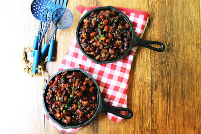 http://dinnerthendessert.com/honey-bacon-baked-beans/