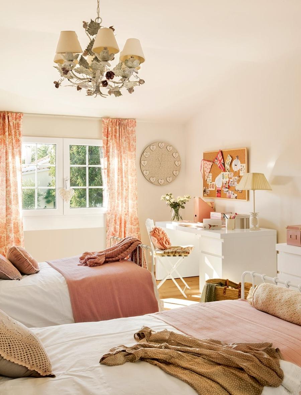 wystrój wnętrz, wnętrza, urządzanie mieszkania, dom, home decor, dekoracje, aranżacje, styl klasyczny, classic style, beże, beige, antyki, antiques, antyczne meble, antique furniture, salon, living room, styl romantyczny, romantic style, sypialnia, bedroom, pokój dziecięcy, kids room