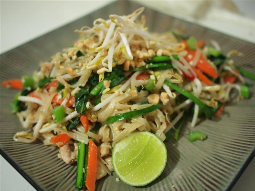 Love Thai Recipes: Pad Thai with Chicken (Pad Thai Gai)