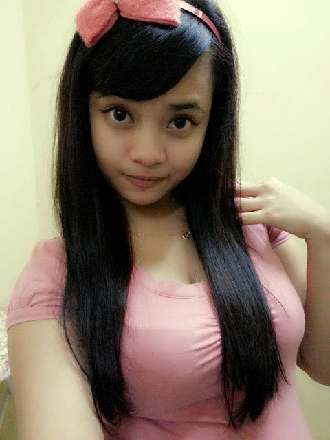 Foto Bugil Gadis Melayu Sedang Pamer Toge