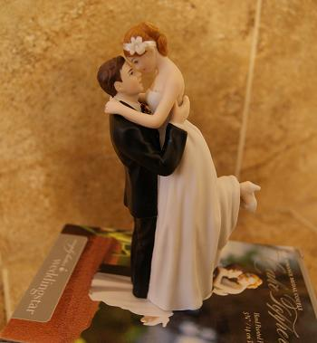 Top 2012 Wedding Blog The Look Of Love Couple Romantic Wedding Cake Topper