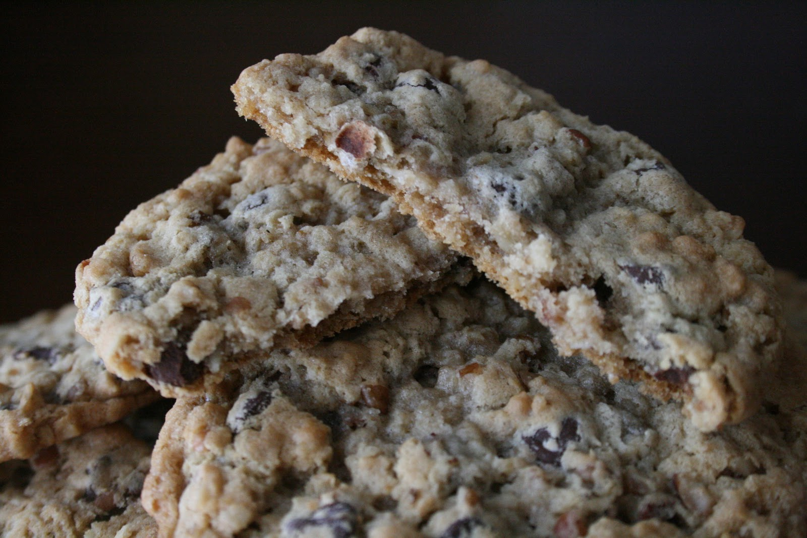 Buttercream Bakers: Oatmeal Chocolate Chip Pecan Cookies