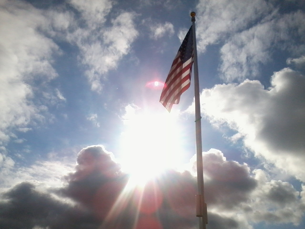 http://2.bp.blogspot.com/-nb4M5iYo5tE/T_RCYgfJTfI/AAAAAAAAJ34/8p4gPDauv2Y/s1600/Flag_and_sun_thorugh_clouds.jpeg