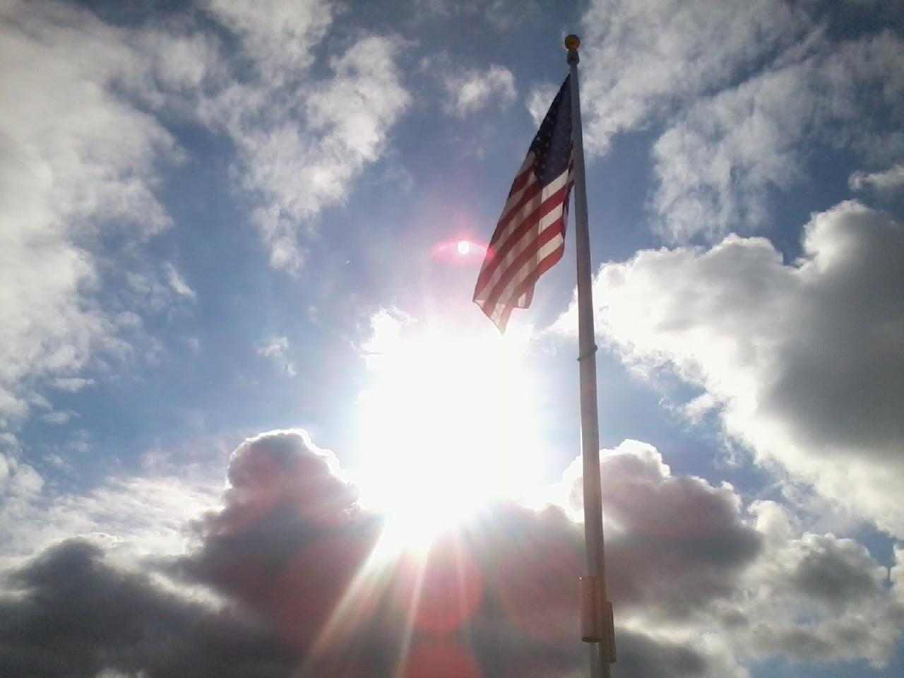 http://2.bp.blogspot.com/-nb4M5iYo5tE/T_RCYgfJTfI/AAAAAAAAJ34/8p4gPDauv2Y/s1600/Flag_and_sun_thorugh_clouds.jpeg