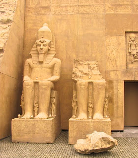 pormenor do Templo de Abu Simbel no Egipto