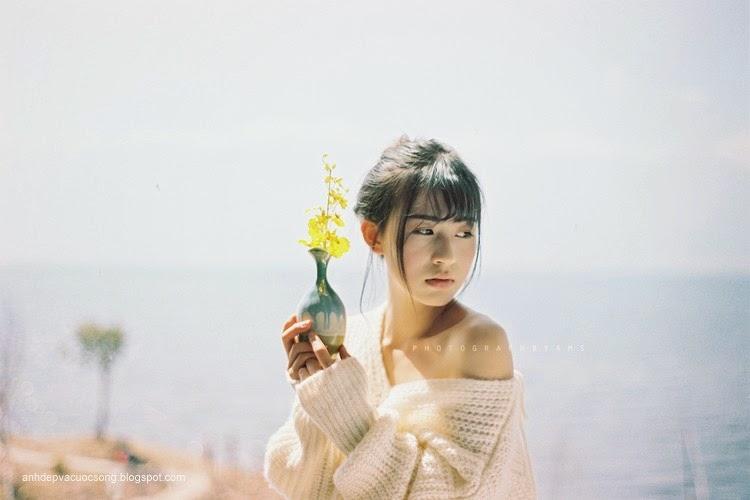 Thiếu nữ xinh đẹp đón ánh nắng ban mai 11